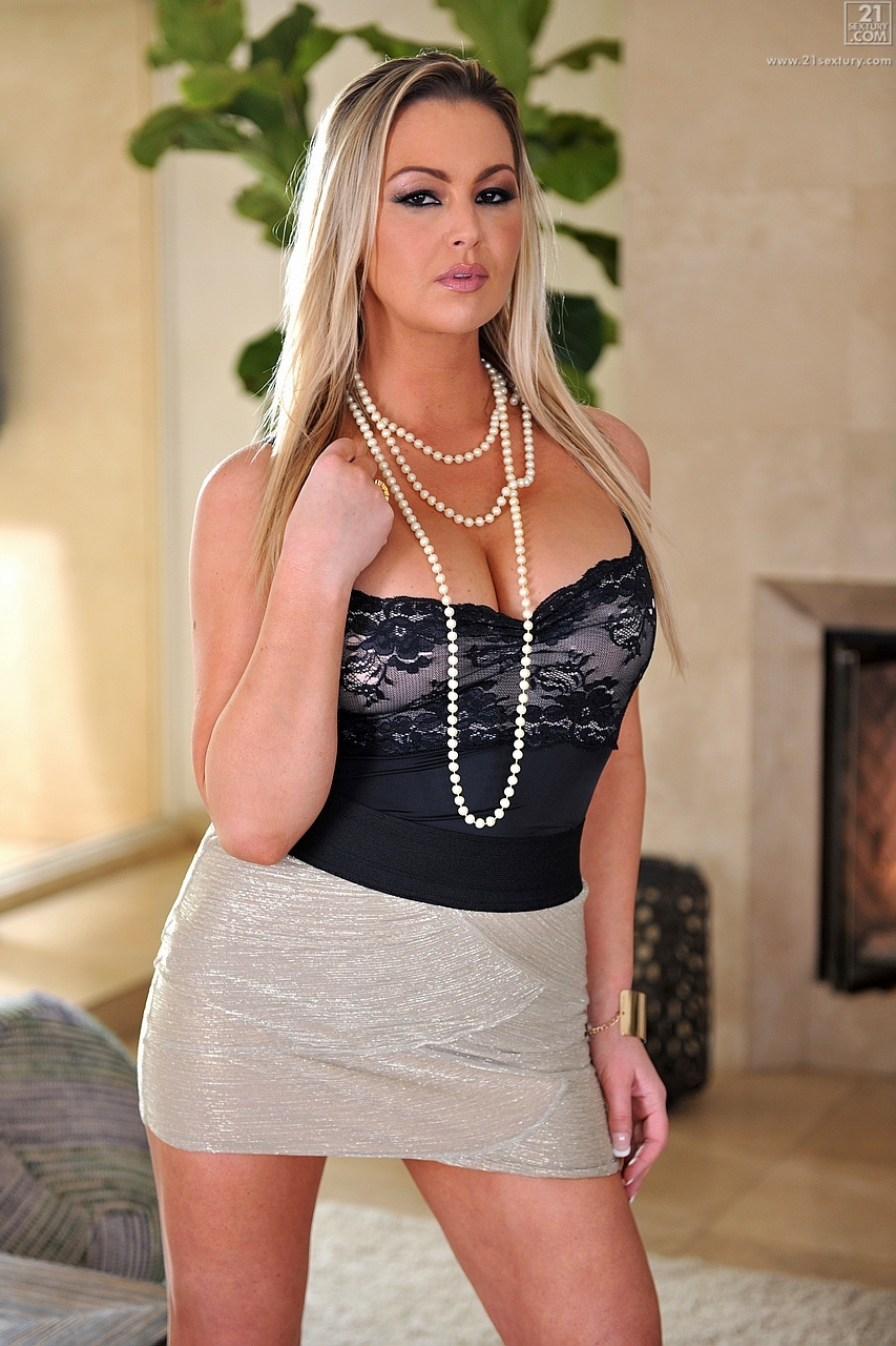 21Sextury 'Sexy Housewife' starring Abbey Brooks (Photo 1)