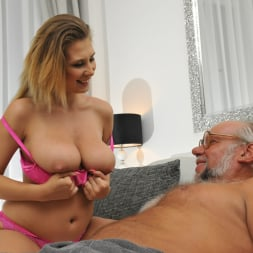 Aida Swinger in '21Sextury' Them Apples (Thumbnail 60)