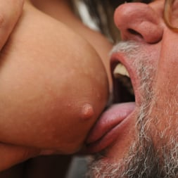 Aida Swinger in '21Sextury' Them Apples (Thumbnail 84)