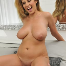 Aida Swinger in '21Sextury' Them Apples (Thumbnail 108)