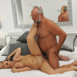 Aida Swinger in '21Sextury' Them Apples (Thumbnail 132)
