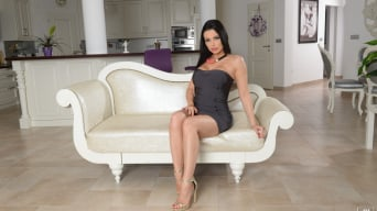 Aletta Ocean in 'Born to be a Diva'