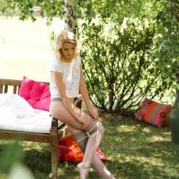 Amaris in '21Sextury' Her Feet Lover (Thumbnail 9)