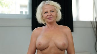 Anett in 'Granny's Delight'