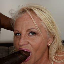 Anett in '21Sextury' Lusty Granny Annett Craves Dark Meat (Thumbnail 195)