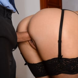 Angie Moon in '21Sextury' Sexy Assistant Gets DP (Thumbnail 133)