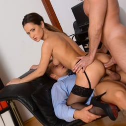 Angie Moon in '21Sextury' Sexy Assistant Gets DP (Thumbnail 209)