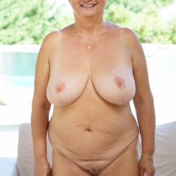 Astrid in '21Sextury' Lusty Granny's Poolside Fuck (Thumbnail 18)