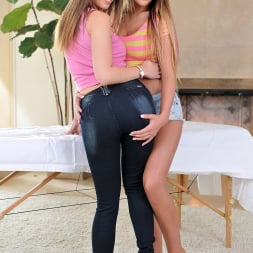 August Ames in '21Sextury' Massage Threesome Part 2 (Thumbnail 7)