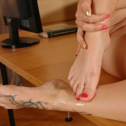 Bella Baby in '21Sextury' Bella Gets Cum On Her Foot Tattoo (Thumbnail 150)