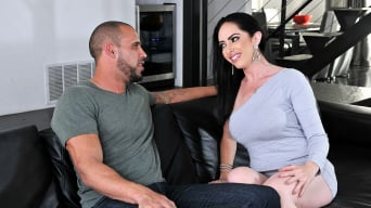 Bella Maree in 'Horny Australian MILF'