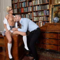 Candee Licious in '21Sextury' Let me clean your glasses! (Thumbnail 60)