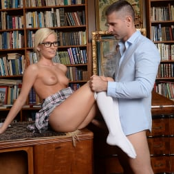 Candee Licious in '21Sextury' Let me clean your glasses! (Thumbnail 90)