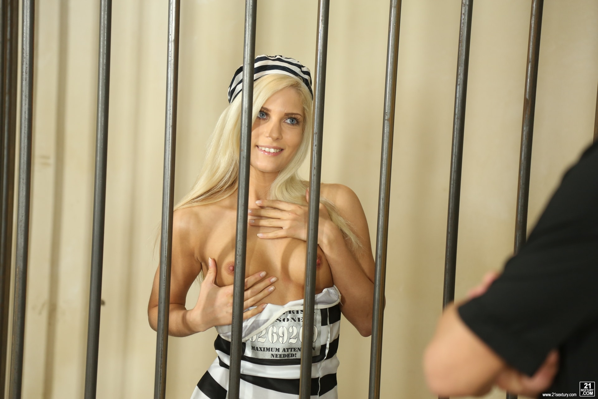 21Sextury 'The Long Dick Of The Law' starring Candee Licious (Photo 4)