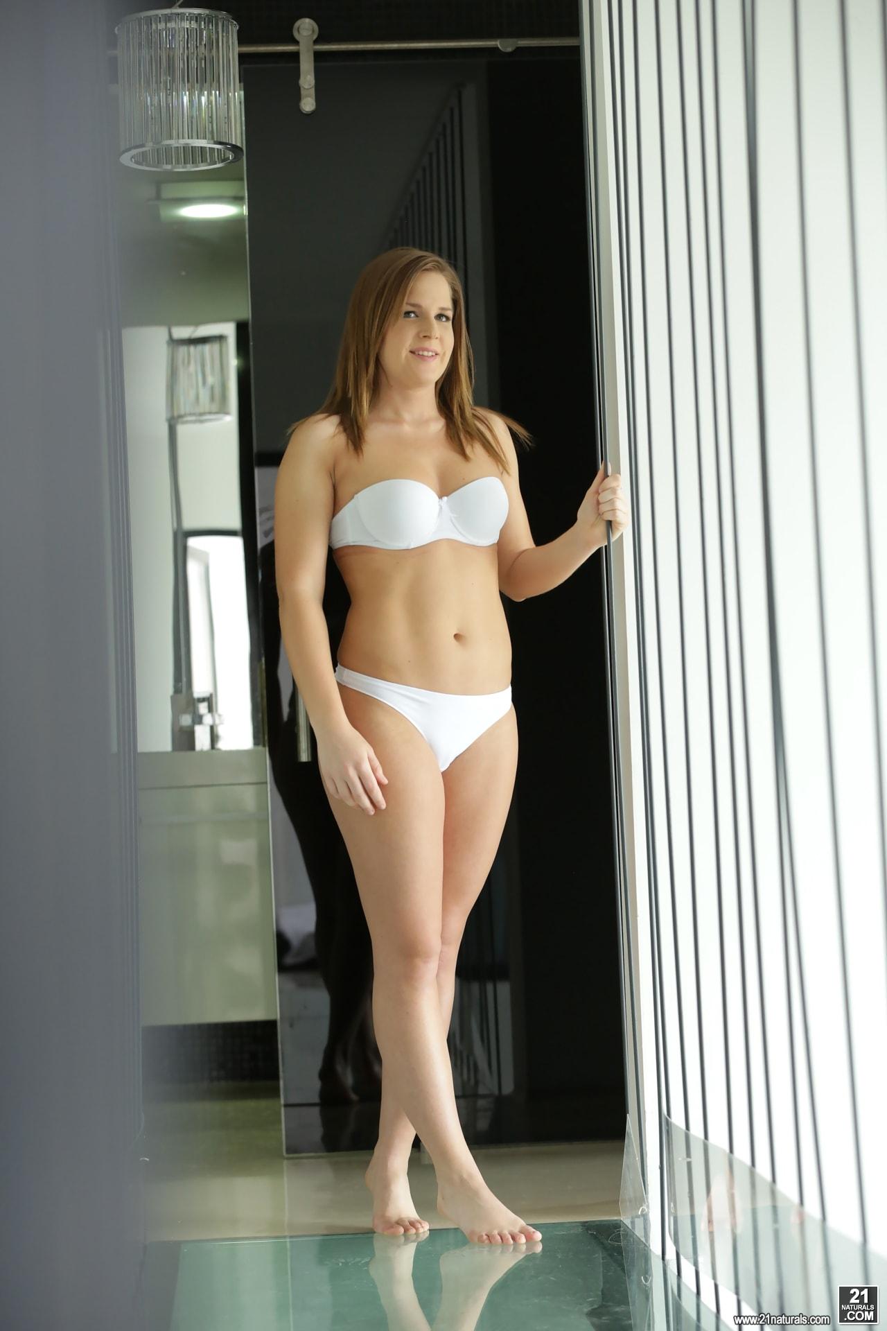 21Sextury 'A Sweet Wake Up' starring Cara Wolf (Photo 1)
