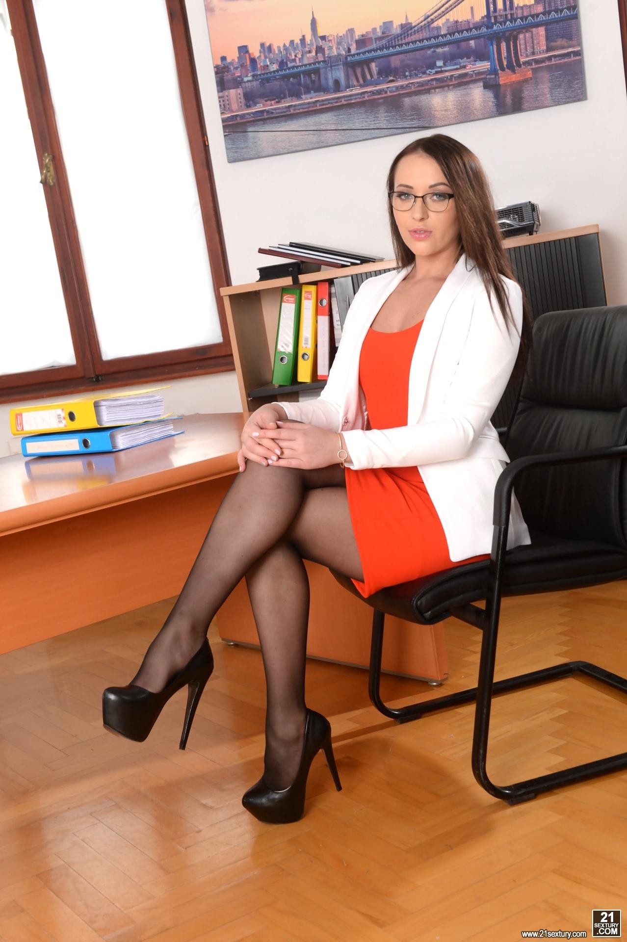 21Sextury 'Anal Secretary' starring Carolina June (Photo 1)