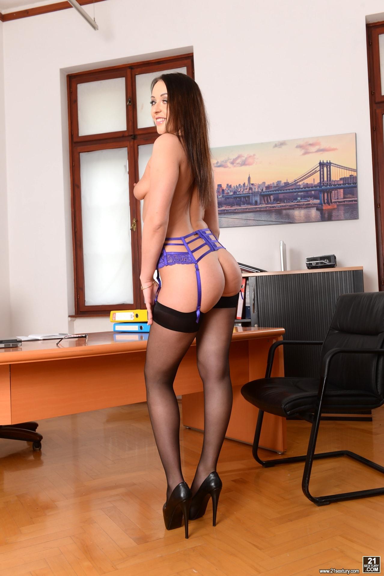 21Sextury 'Anal Secretary' starring Carolina June (Photo 40)