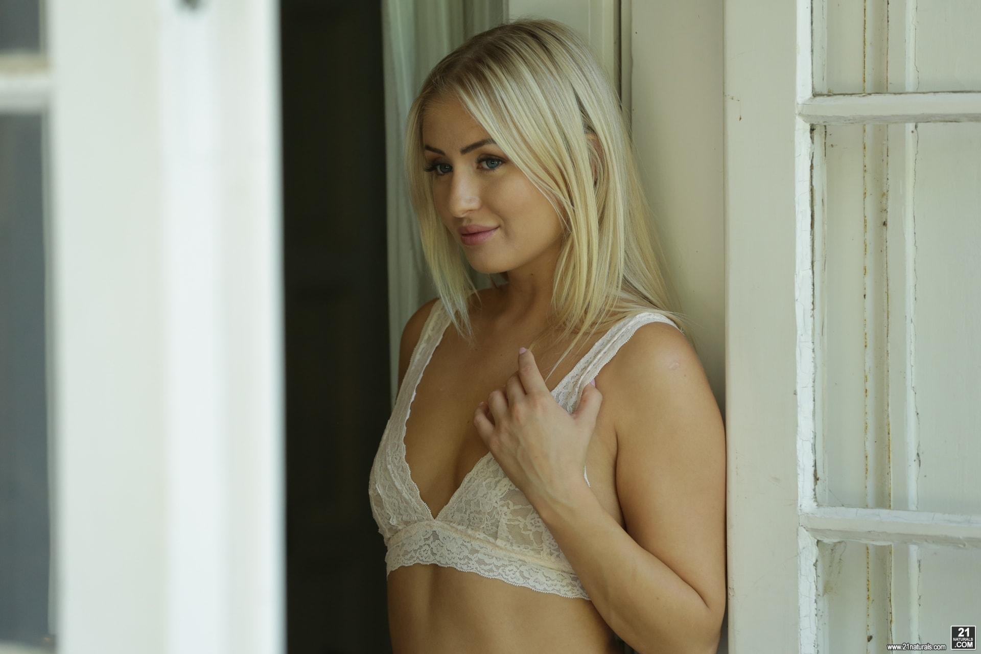 21Sextury 'Outdoor Pleasures' starring Cayla Lyons (Photo 20)