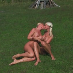 Caylian Curtis in '21Sextury' Kisses Under the Sun (Thumbnail 1)