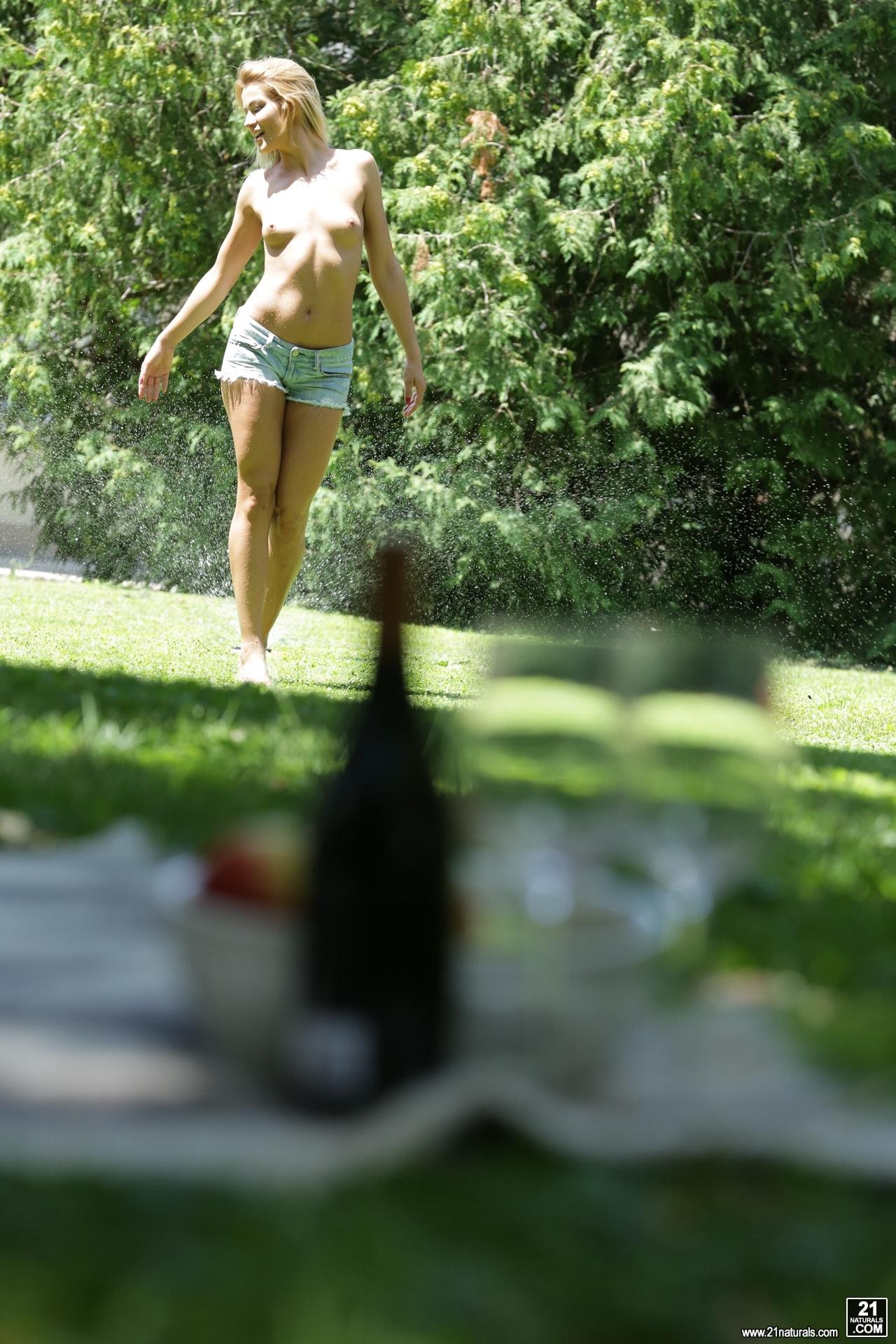 21Sextury 'Ass Pounding Outdoor Picnic' starring Cherry Kiss (Photo 27)