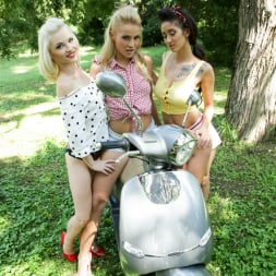 Cherry Kiss in '21Sextury' Pin-up Picnic (Thumbnail 7)