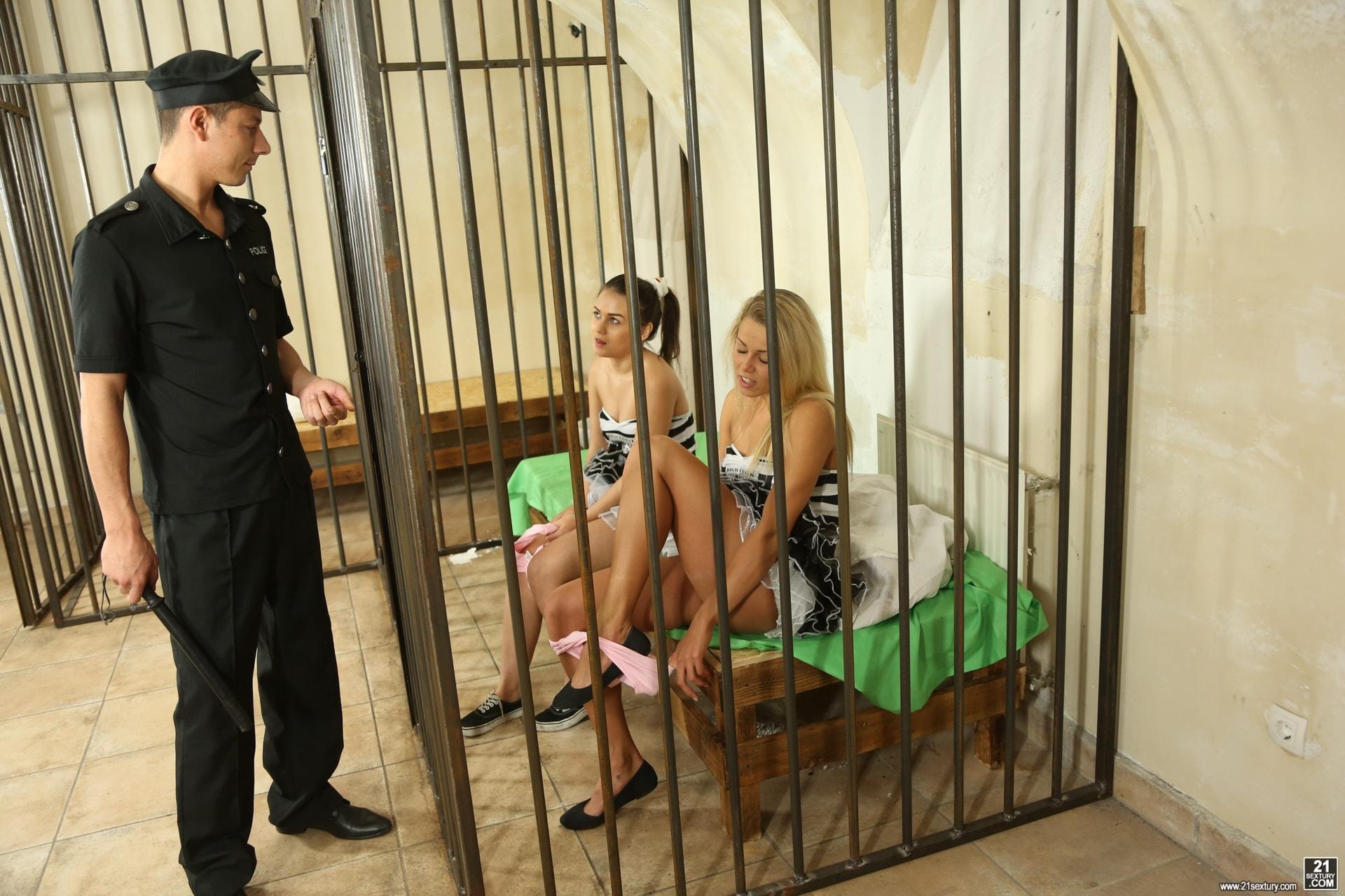 21Sextury 'High Frisk Prisoners' starring Christen Courtney (Photo 4)