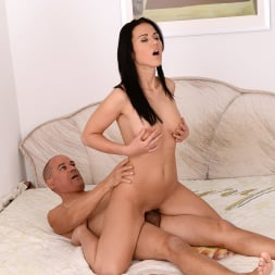 Denise Sky in '21Sextury' Don, the Peach Lover (Thumbnail 180)