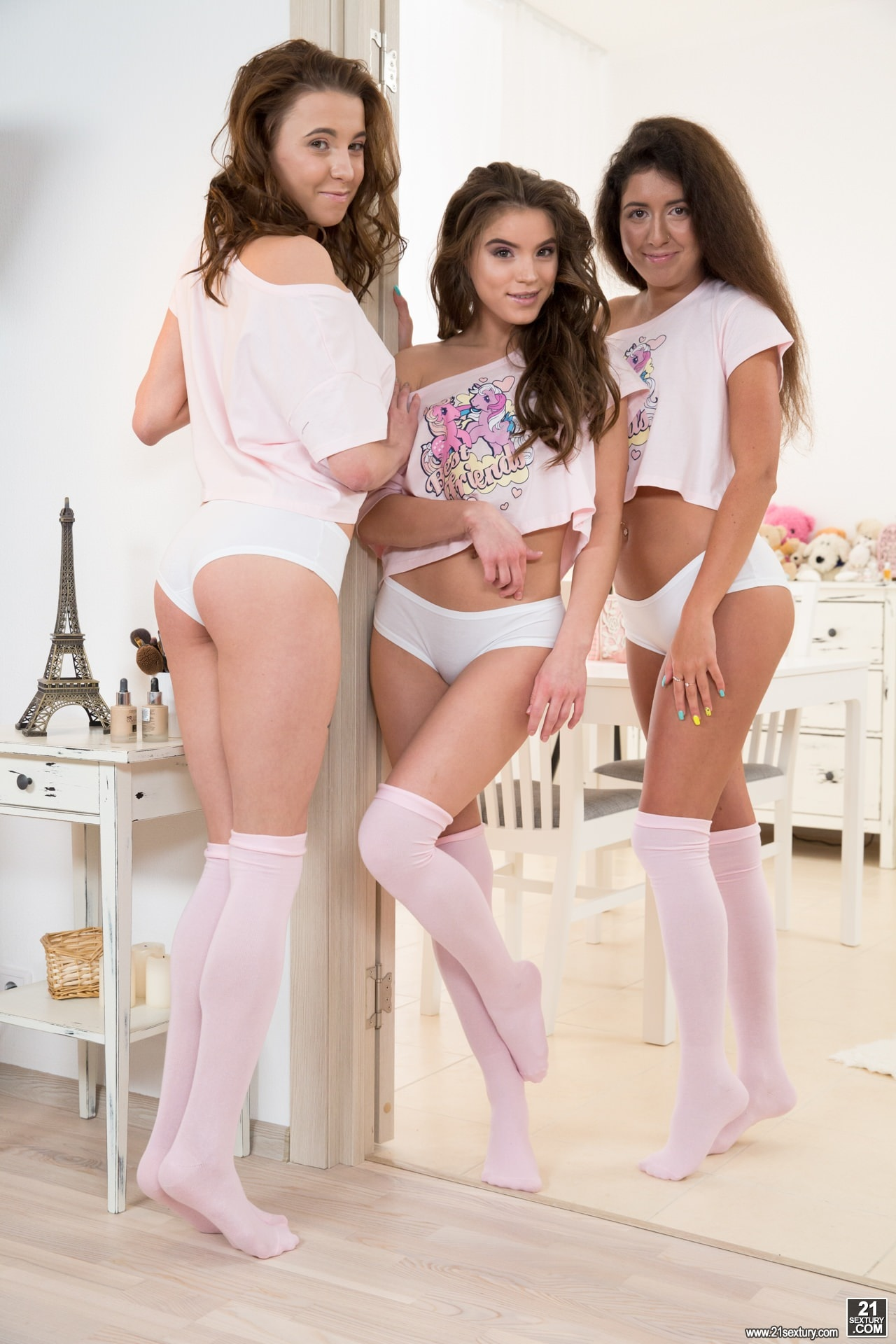 21Sextury 'Pink, Cute and Naughty' starring Evelina Darling (Photo 1)