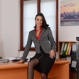Geni Juice in '21Sextury' Double Duty at the Office (Thumbnail 1)