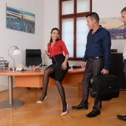 Geni Juice in '21Sextury' Double Duty at the Office (Thumbnail 36)