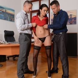 Geni Juice in '21Sextury' Double Duty at the Office (Thumbnail 72)
