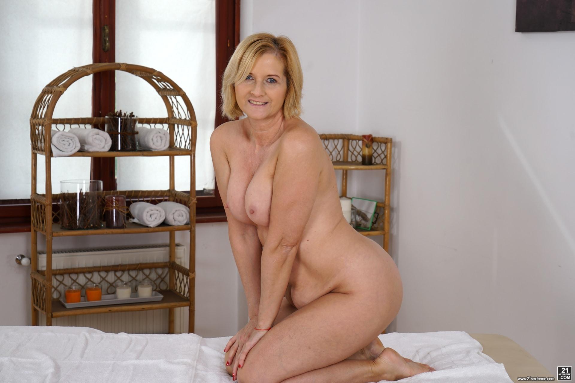 21Sextury 'Jennyfer's Anal Massage' starring Jennyfer (Photo 28)