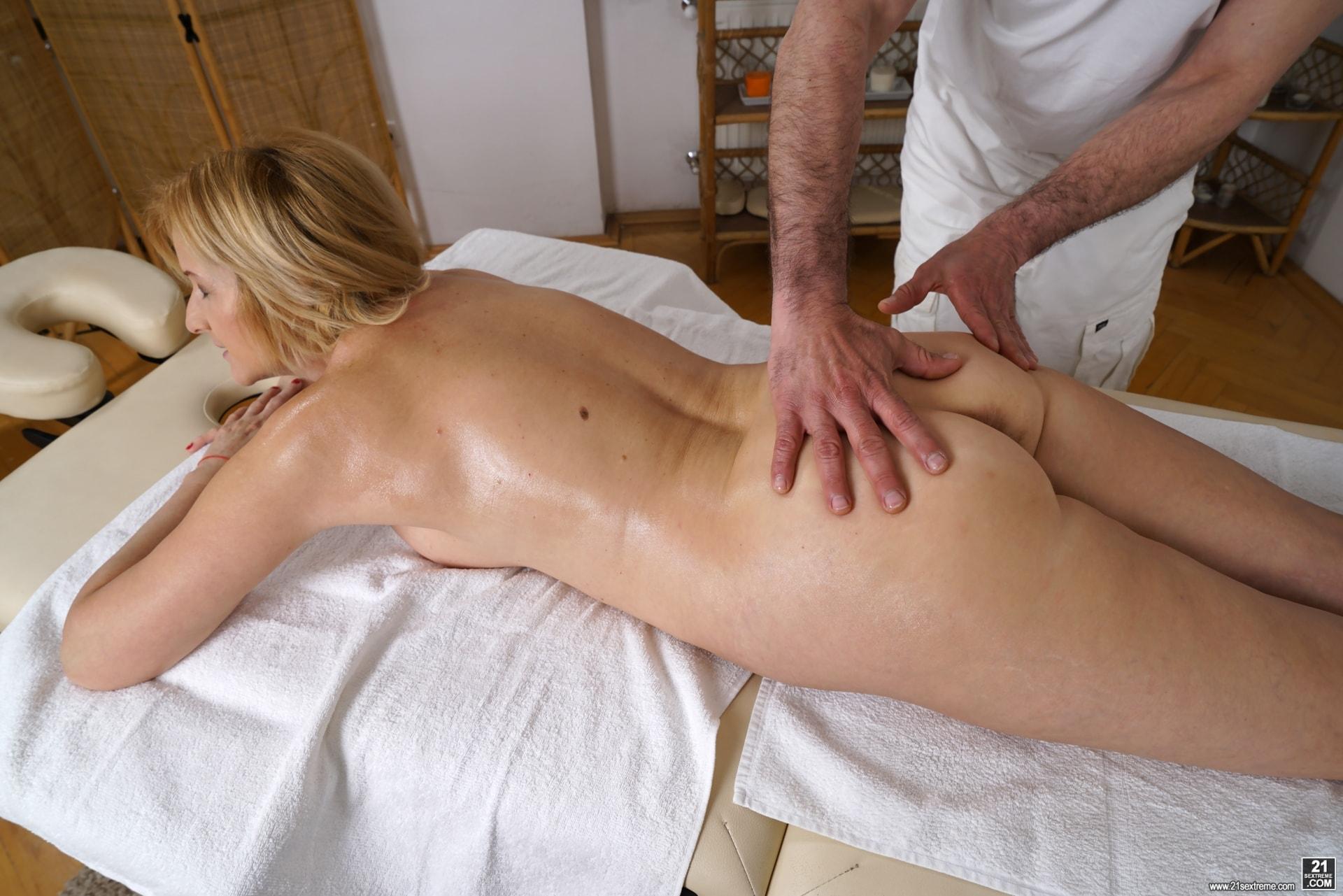 21Sextury 'Jennyfer's Anal Massage' starring Jennyfer (Photo 84)