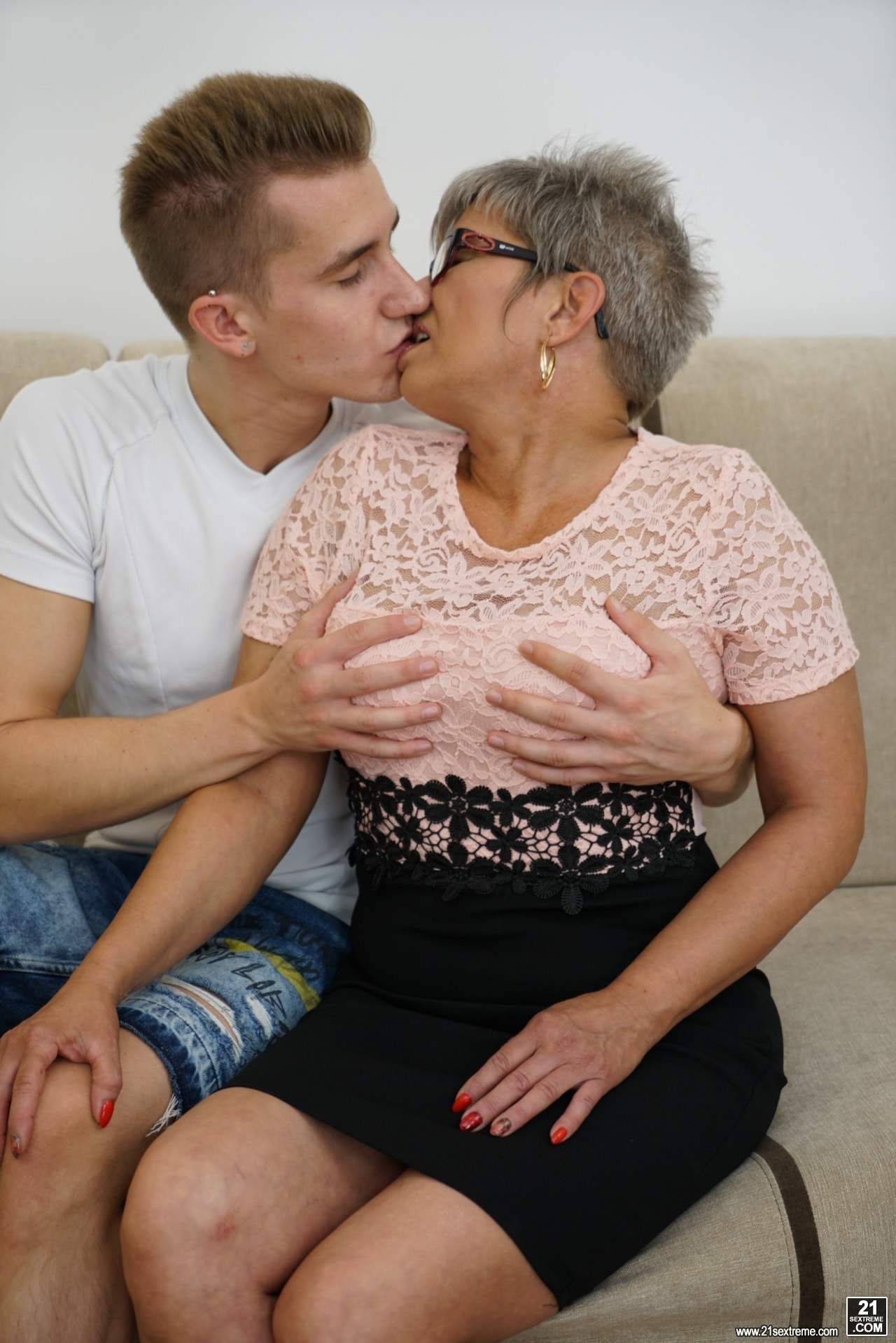 21Sextury 'The Charms Of A Granny's Pussy' starring Jessye (Photo 14)