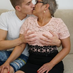 Jessye in '21Sextury' The Charms Of A Granny's Pussy (Thumbnail 14)