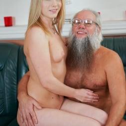 Kiara Night in '21Sextury' Bang Me Grandpa (Thumbnail 33)