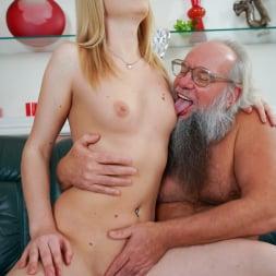 Kiara Night in '21Sextury' Bang Me Grandpa (Thumbnail 44)