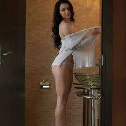 Kittina Ivory in '21Sextury' Bared Feet (Thumbnail 1)