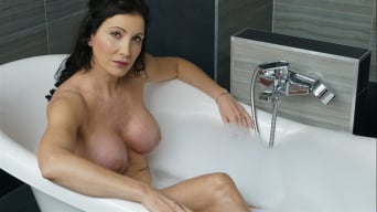 Lien Parker in 'Lesbian Love in the Tub'