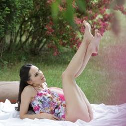 Lilu Moon in '21Sextury' Love Knocks On The Backdoor (Thumbnail 22)