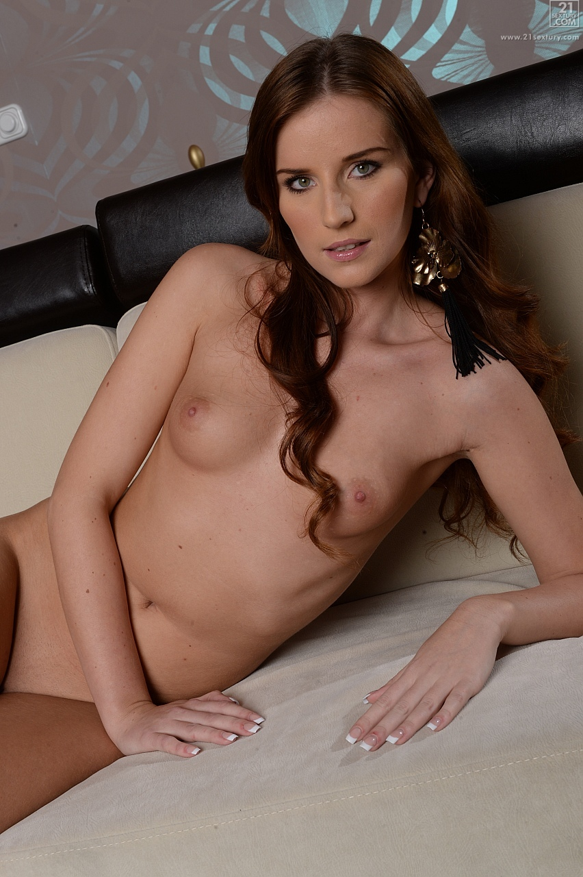 21Sextury 'Stripping Off and Away' starring Linda Luv (Photo 56)