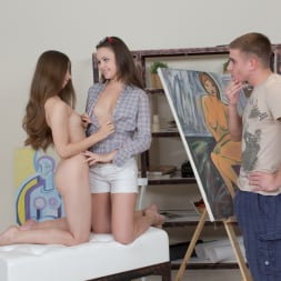Liza Shay in '21Sextury' Painting Her Figure (Thumbnail 12)