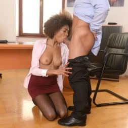 Luna Corazon in '21Sextury' Interracial Office Orgasm (Thumbnail 75)