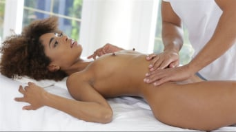 Luna Corazon in 'Silky Sex Massage'