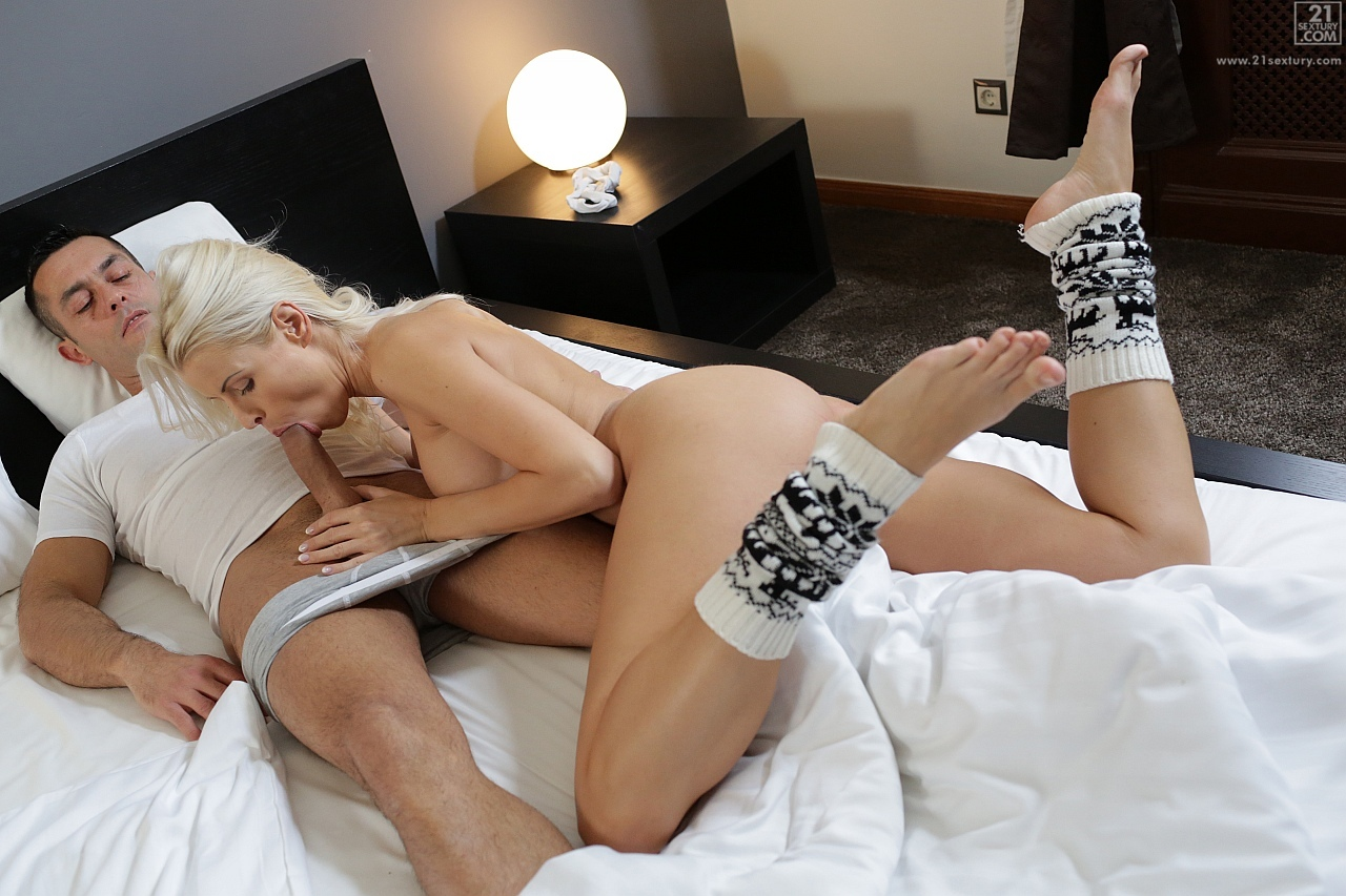 21Sextury 'Winter Delights' starring Lynna Nilsson (Photo 98)