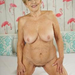 Malya in '21Sextury' Cum On Granny! (Thumbnail 7)
