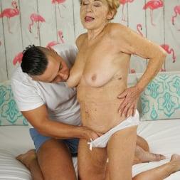 Malya in '21Sextury' Cum On Granny! (Thumbnail 28)