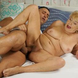 Malya in '21Sextury' Cum On Granny! (Thumbnail 77)
