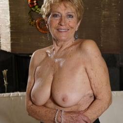 Malya in '21Sextury' Granny's Pleasure (Thumbnail 8)
