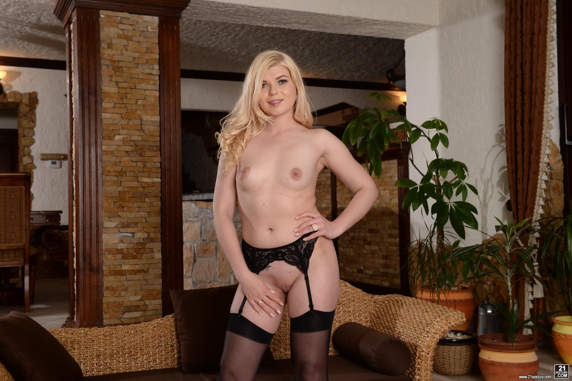 21Sextury 'Real Estate DP' starring Masha Ray (Photo 44)